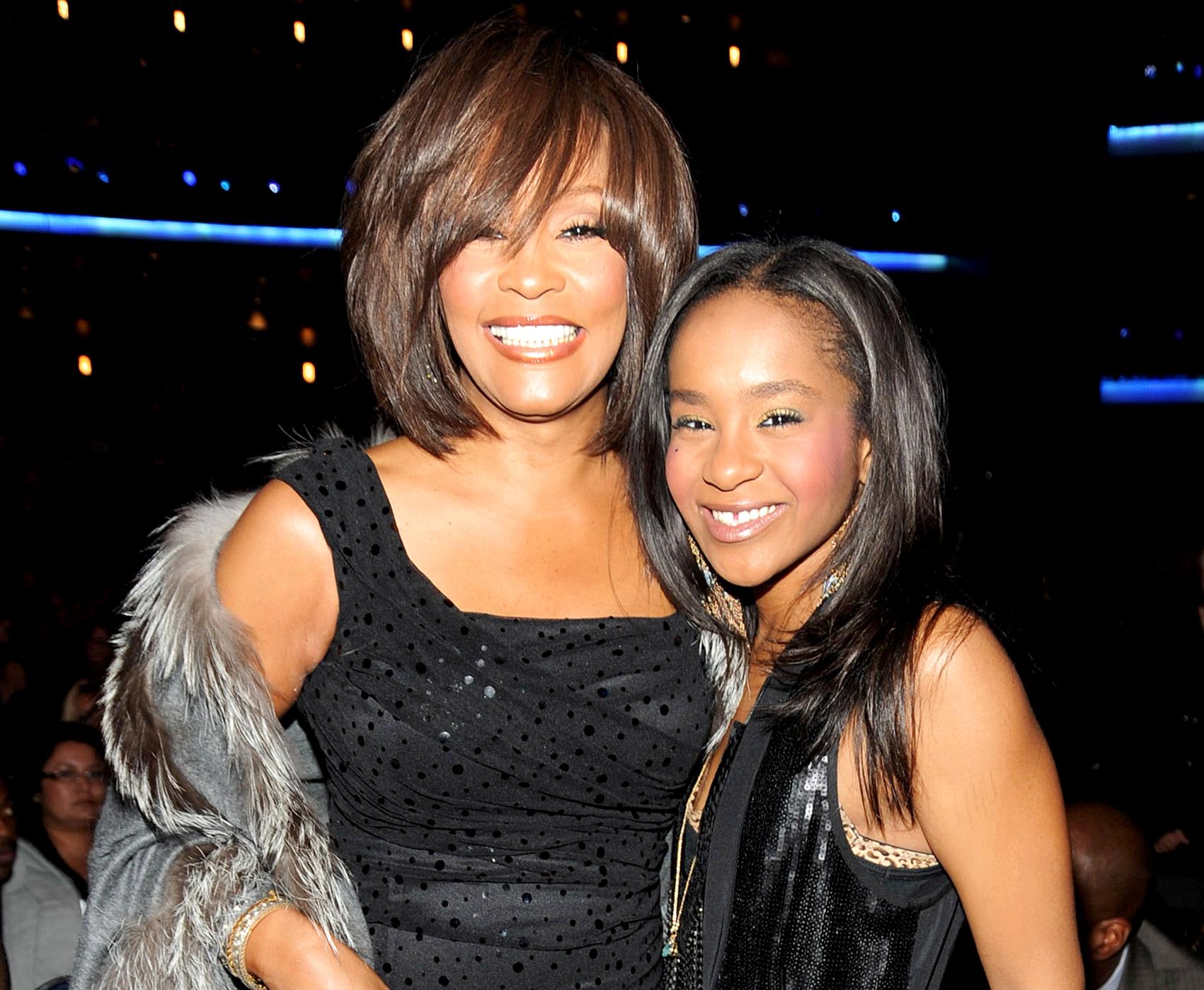 A los 22 años muere hija de Whitney Houston