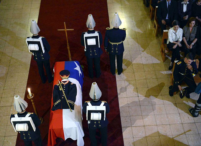 """ACTUALIZADO: No habrán honores militares en funeral del """"Mamo"""" Contreras"""