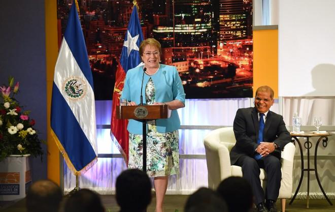 """Presidenta Bachelet en El Salvador: """"Chile es y seguirá siendo un aliado confiable, seguro, estable, con bajos niveles de corrupción"""""""