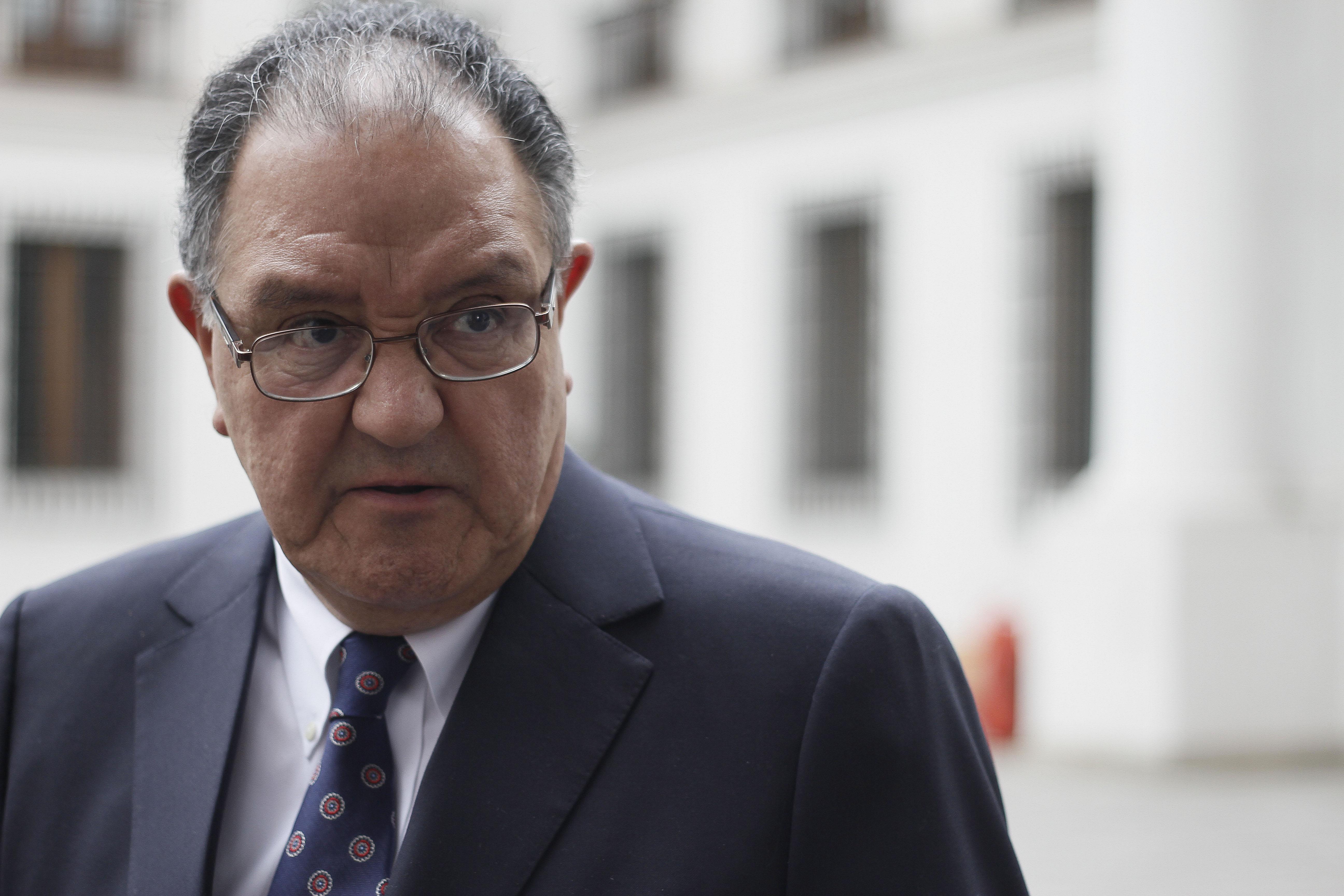 Huenchumilla rechaza idea del oficialismo de financiar pensiones aumentando el IVA