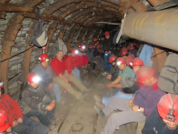 Mineros deponen toma tras aceptar propuesta del gobierno en Curanilahue