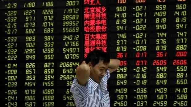 Nuevo día rojo para Bolsa china: Sigue a la baja y arrastra al petróleo. Cobre se recupera