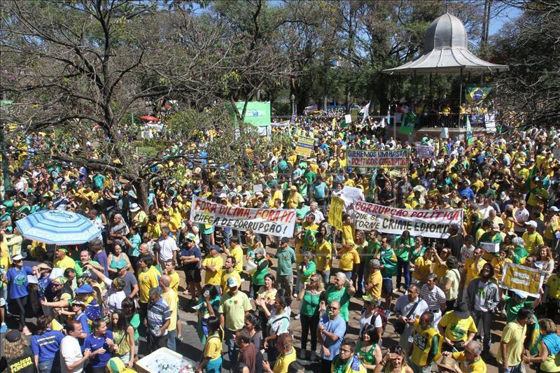 Brasil: Megaprotesta contra Dilma
