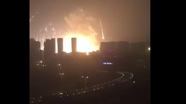 China: Explosiones en puerto de Tianjin, se trataría de un barco con municiones