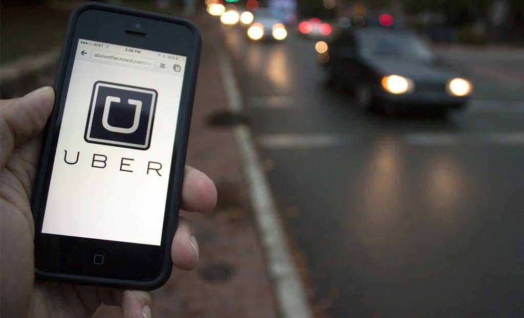 """Uber responde a dichos de Hacienda: """"En Chile ya pagamos impuestos"""""""