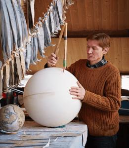 ultimo-fabricante-globos-terraqueos-artesanos-bellerby-globemakers-3