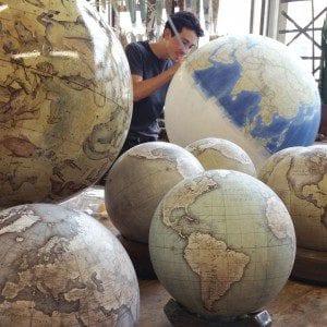 ultimo-fabricante-globos-terraqueos-artesanos-bellerby-globemakers-6