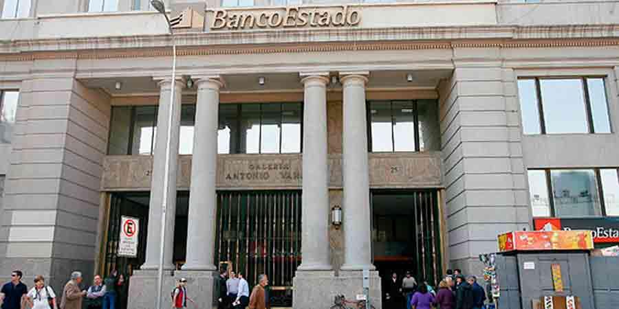 Guillermo Larraín renuncia a la presidencia de Banco Estado en medio de negociación con sindicato