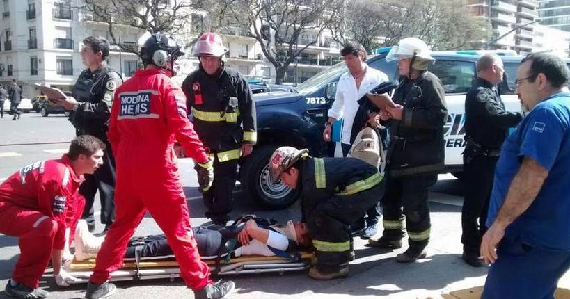 Iván Zamorano essacado en camilla, pero no sufrió daños mayores.