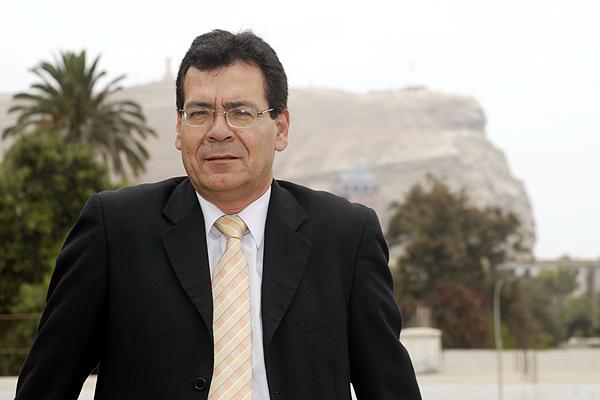 Diputado Luis Rocafull llama a la tranquilidad y afirma que no está en cuestión la cesión territorial