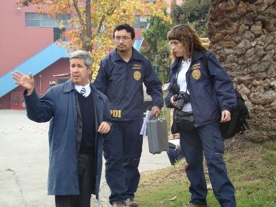 Fiscal Jaime Retamal en una diligencia junto a la PDI.