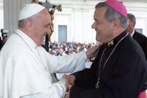 El Papa Francisco y el entonces Obispo Castrense, Juan Barros Madrid, hoy obispo de Osorno.