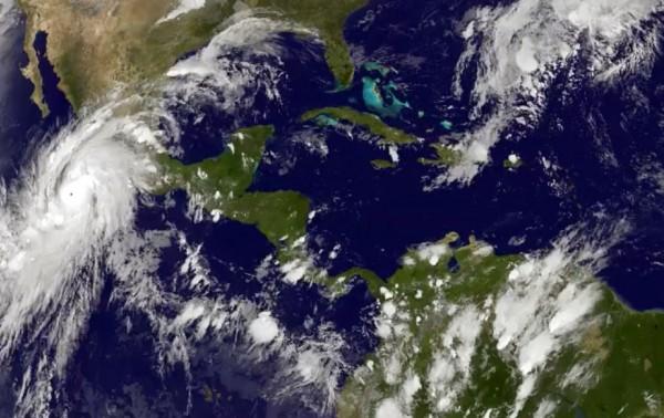 hoyla-mex-huracan-patricia-alcanza-categoria-5-rumbo-a-costa-de-mexico-20151022
