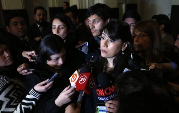 Al término de la reunión entre la ministra Javiera Blanco y Nelly Díaz, cada una habló por separado evidenciando que todo sigue igual.