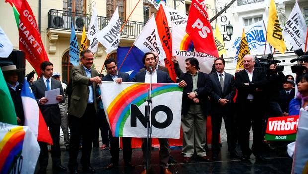 mocion-propone-declarar-octubre-dia-nacional-democracia_2_1429344