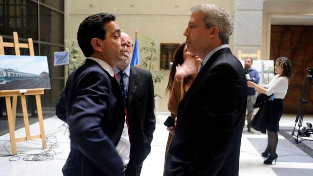 """Presidente de la Cámara, M.A. Núñez conversa con el jefe de Bancada DC, R. Rincón que se excuso de no llegar en la mañana por """"camino con lluvia y respetar velocidad en carretera"""""""