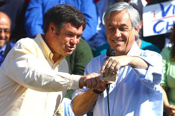 Otros tiempos, cuando Ossandón aún no le declaraba la guerra a Piñera.