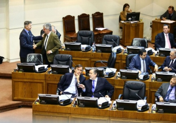 Senadores aprobaron proyecto que sanciona con pérdida del cargo a autoridades que infrinjan normas de transparencia.