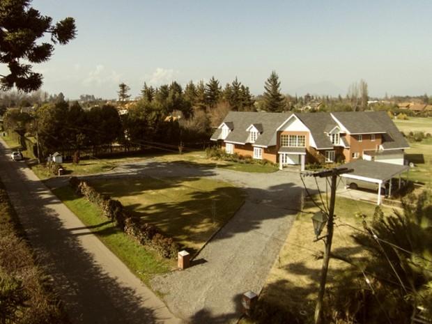 La inmobiliaria Labbé ofrece varias casas en Las Araucarias con valores de UF 20mil (más de $500  millones)