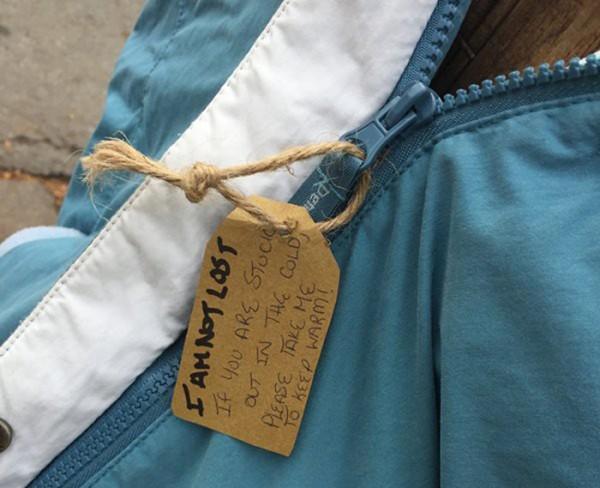 abrigos-atados-postes-indigentes-invierno-canada-tara-smith-atkins-8-2