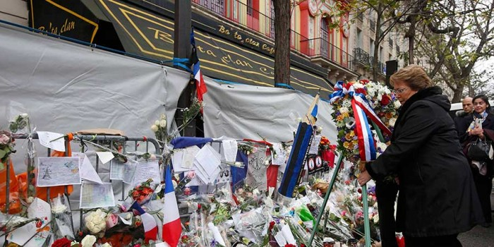 "Bachelet en Le Bataclan: ""El terror no nos va a afectar"""