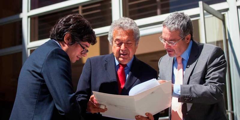 Diputado Ceroni se querella contra Agencia 1 y El Dínamo por filtración de chateo