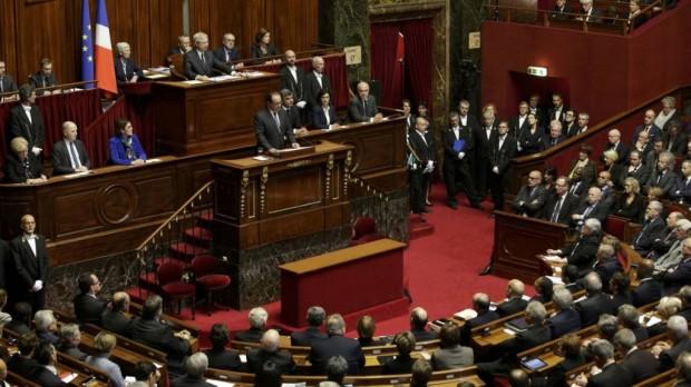 """Francia en lógica de """"Guerra"""": Hollande pide alargar el Estado de Excepción por 3 meses"""