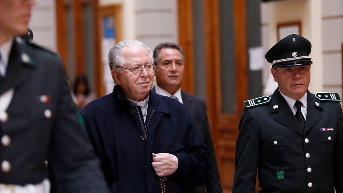 Ministro Vázquez desmiente que se haya votado a favor de víctimas de Karadima para pagar indemnizaciones