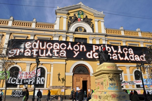 Casa-CENTRAL-DE-LA-CHILE-frontis