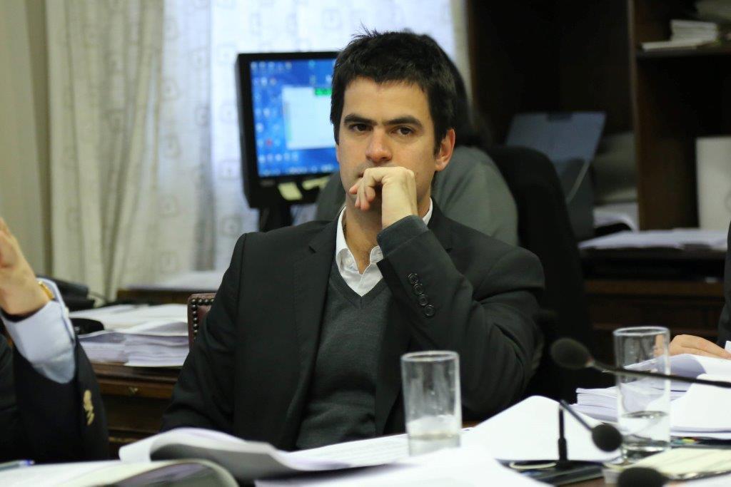 """Fidel Espinoza (PS): """"Habría que hacerle un monumento al descaro a Felipe De Mussy"""""""
