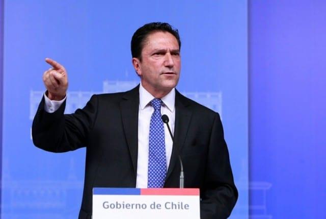 """Ministro de Defensa sale al paso del escándalo Fuente-Alba: """"Los tribunales deben actuar con la mayor rapidez y precisión"""""""