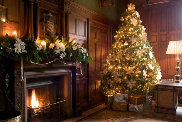 Árboles de Navidad decorados con flores