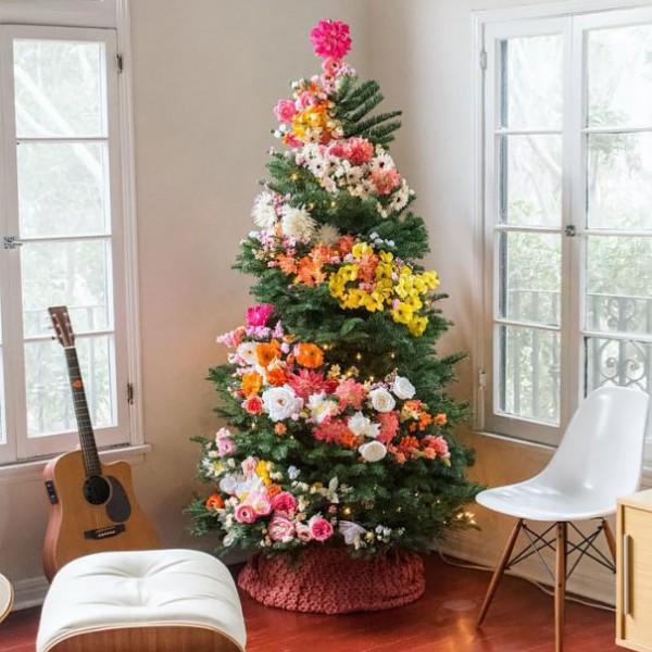 ideas-decoracion-arbol-navidad-flores-1