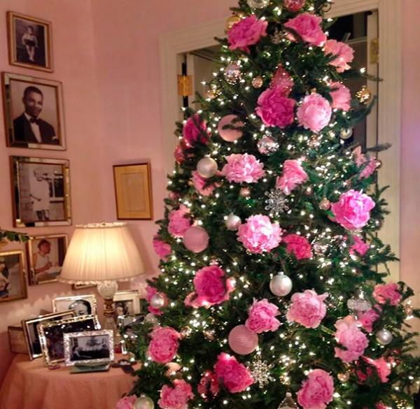 ideas-decoracion-arbol-navidad-flores-7
