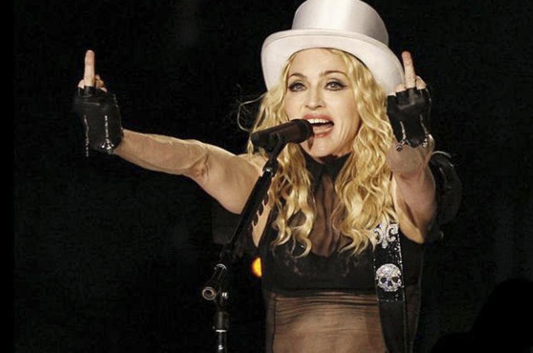 """Madonna lo hizo de nuevo! Trató de """"bitches"""" a sus fans en pleno concierto"""