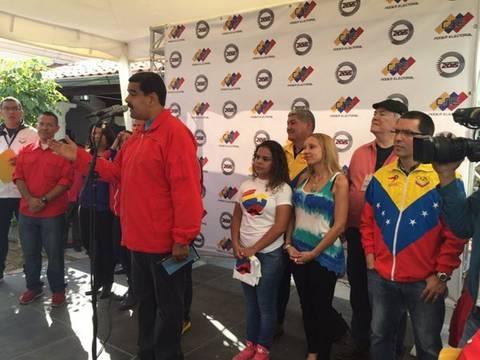 Venezuela: Maduro llama a los electores a que salgan a votar