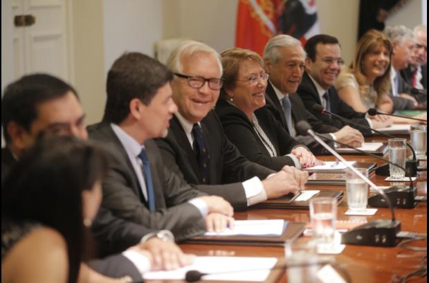 Todos sonreían en el primer consejo de gabinete del año.