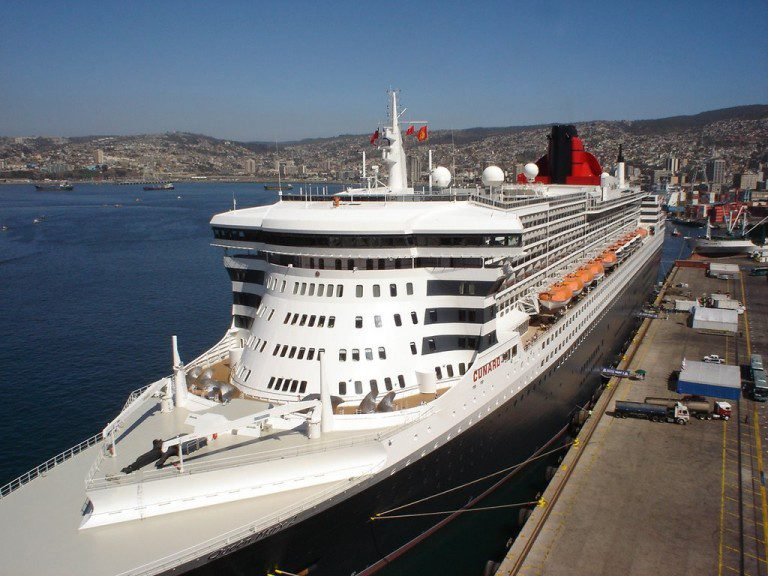 PDI inicia operativo en Queen Mary 2 por chef desaparecido