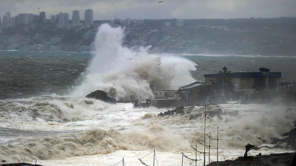 Armada alerta por marejadas en todo el país con olas de hasta 4 metros