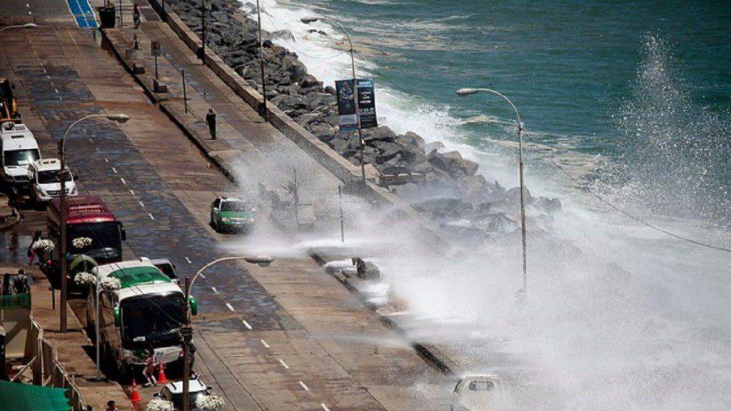 Preocupación entre los habitantes de Avenida Perú por marejadas que se intensificarían este lunes y martes