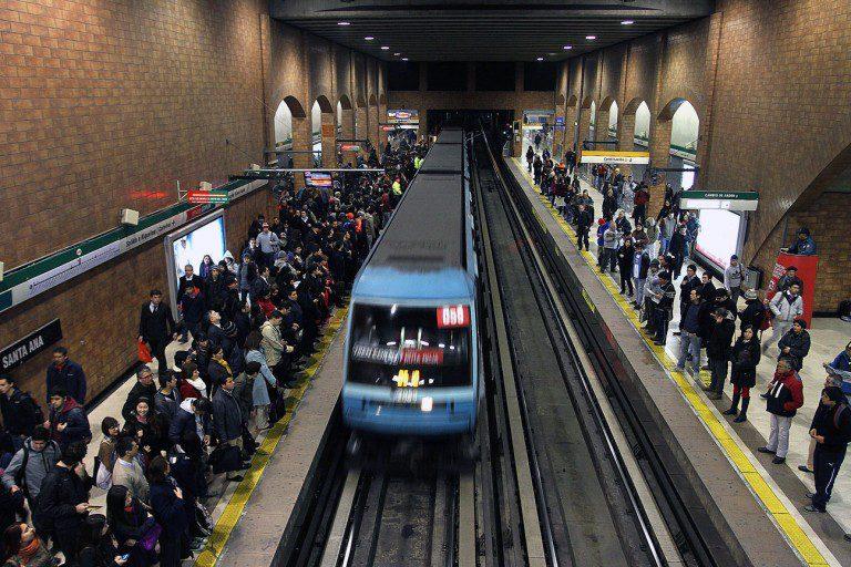 Alza en el Metro: Usuarios llaman a masiva evasión del pasaje para este lunes