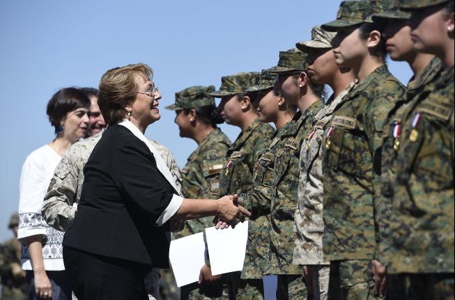 """Presidenta Bachelet: """"Hacer una carrera en la Defensa Nacional no es sólo amor a Chile, sino también hacer una carrera al servicio de la paz"""""""