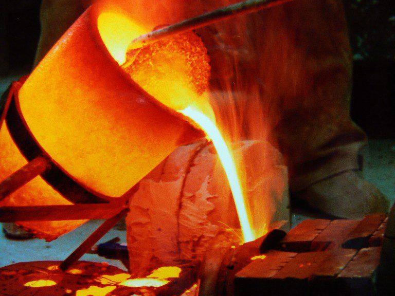 """China, el principal """"socio comercial de Chile"""", daña el principal ingreso del país haciendo bajar el precio del cobre en más de 5%"""