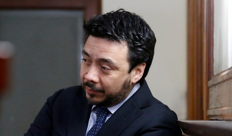 Despliegue comunicacional de Arias: Se defiende como gato de espalda tras denuncias de fiscal Moya