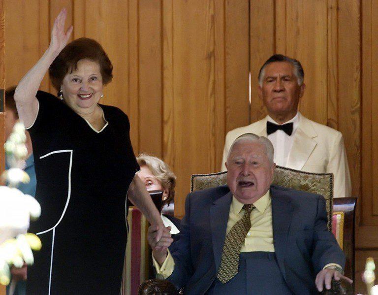 """Lucía Hiriart recibió dineros de Cema Chile para """"gastos"""" ligados a detención de Pinochet"""