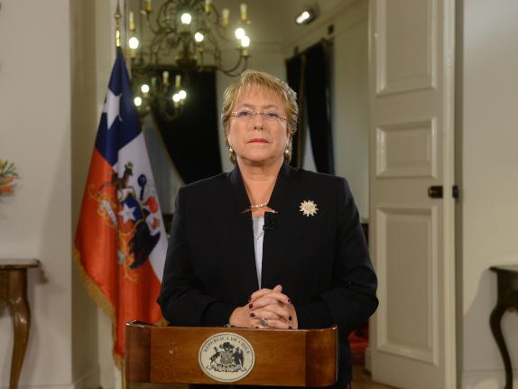 """Bachelet: """"Como país tenemos una oportunidad única de poder escribir entre todos nuestra Carta Fundamental"""""""