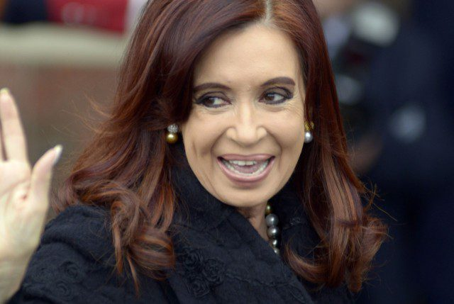 En plena campaña presidencial, juez pide juzgar a Cristina por corrupción pero primero debe desaforarla