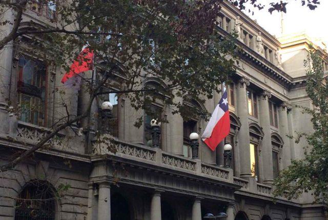 """Banco de Chile-Edwards envía carta explicando el ciberataque del 24 de mayo al que califica como """"incidente de seguridad tecnológica"""""""