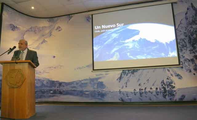 Director del Inach, Dr. José Retamales,
