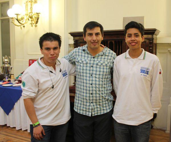 Ariel Queulo, Ulises Mosquira (PROFESOR) y Eduardo Pérez. Equipo Osorno Chile ISEF 2016